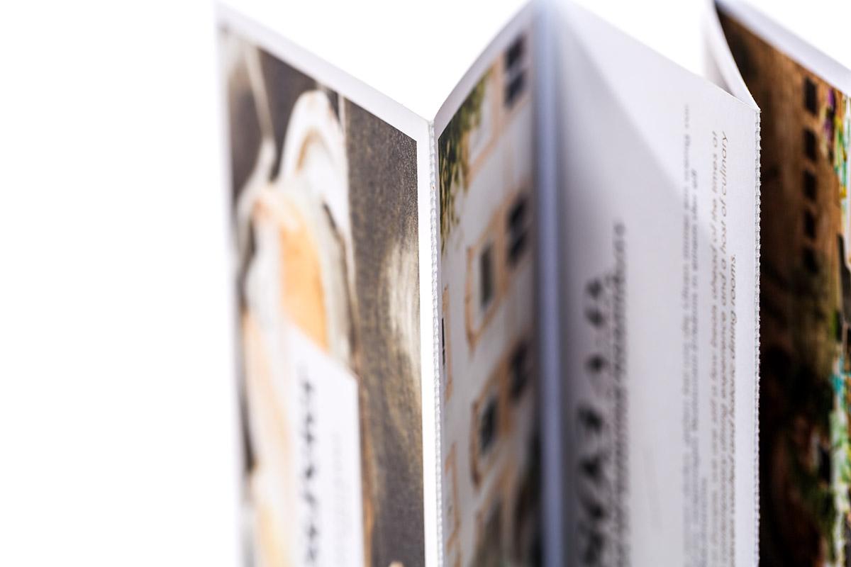 perforierter Zickzack-Falz auf starkem Naturpapier